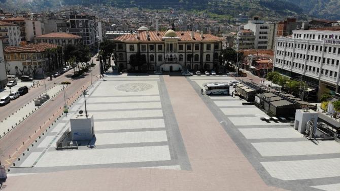 Manisa'da cadde ve sokaklar boş kaldı