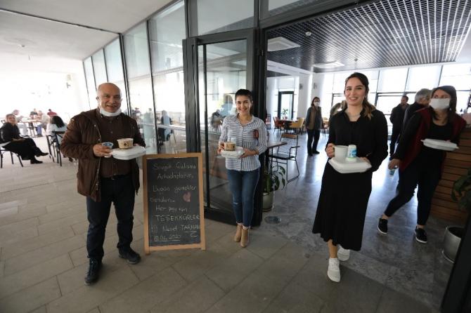Başkan Tarhan'dan çalışanlarına öğle yemeği jesti