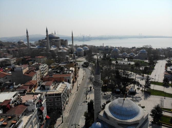 Sultanahmet Meydanı sessizliğe büründü