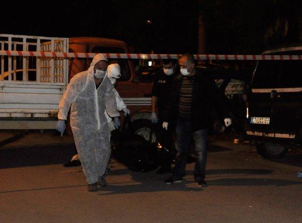 Antalya'da ceset bulunan kamyonet olay yerinden böyle çıkarıldı
