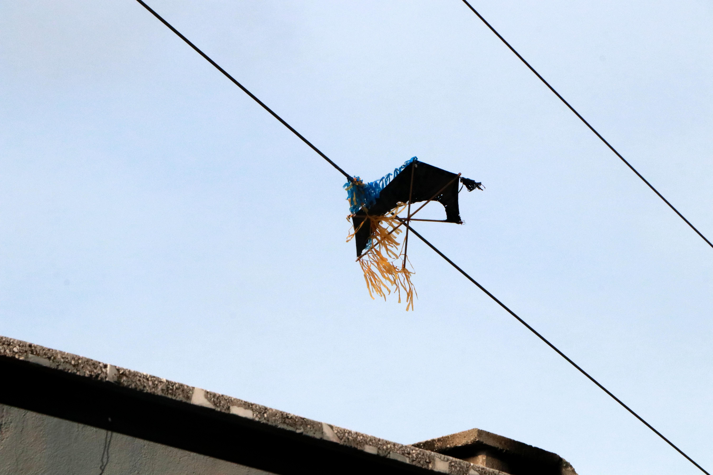 Uçurtmasını kurtarmak isterken elektrik akımına kapıldı