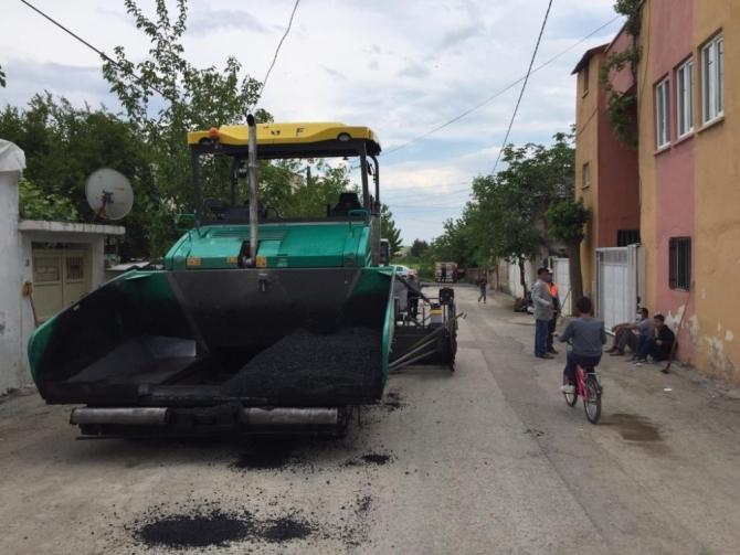 Bahçecik Mahallesindeki sokakların asfaltı yenileniyor