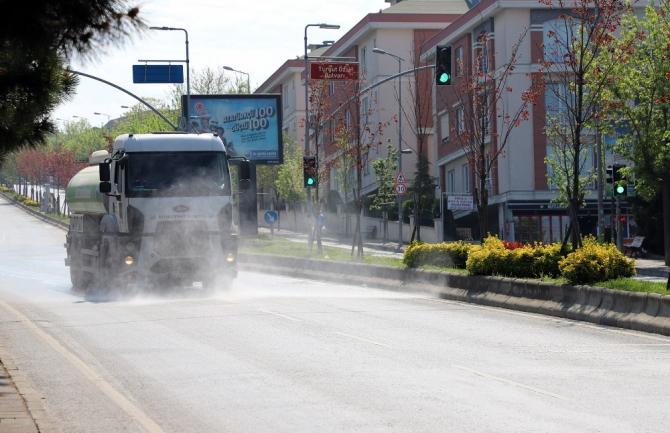 Büyükçekmece'nin sokak ve meydanları dezenfekte edildi