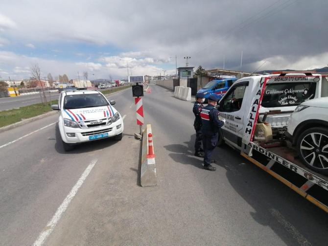 Horasan ilçe jandarma trafik ekiplerinden Trafik Haftası'nda uygulama