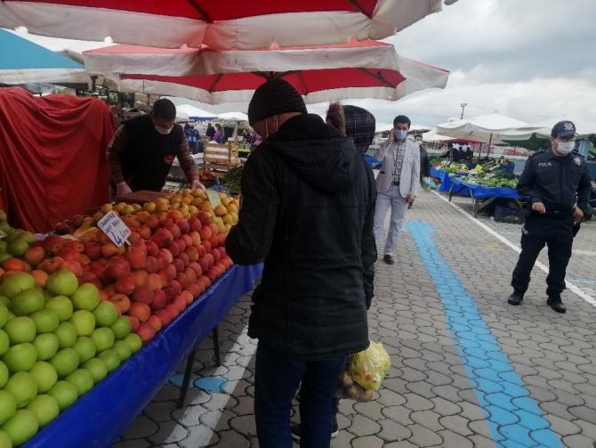 Kaymakam Kaya pazar yerini denetledi