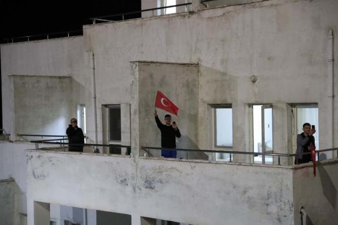 Vali Yaman, karantinadaki vatandaşlarla görüntülü görüştü