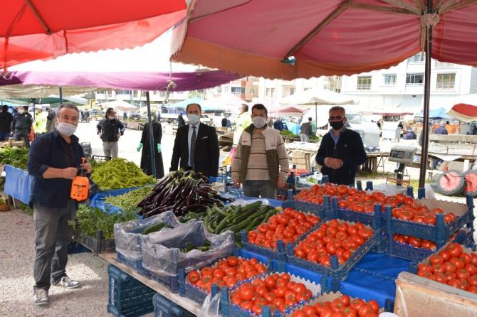 Havza Belediyesi pazar yerlerinde maske dağıtımına devam etti