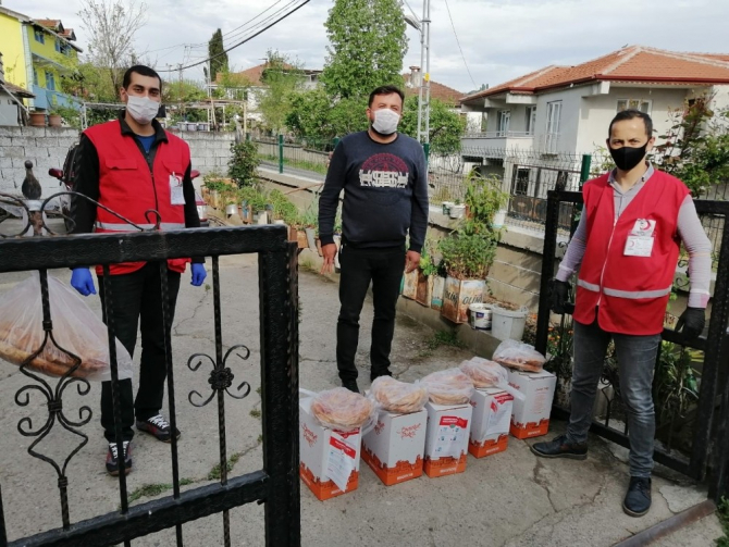Kızılay'dan 500 aileye gıda kolisi yardımı