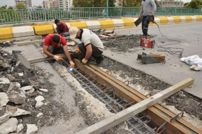 Tarsus'ta üstgeçidin yıpranan bağlantı noktaları onarıldı
