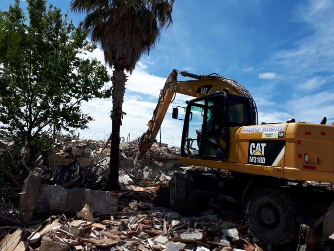 Side'da yarım kalan otel yıkımı tamamlandı