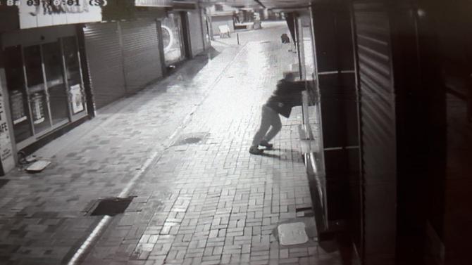 Cezai elhliyeti olamayan kişi 3 dükkana girerek hırsızlık yaptı