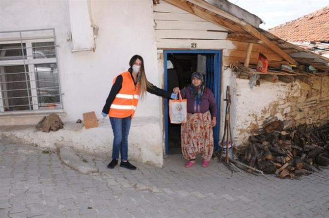 Kütahya'da fidanlar evlere teslim