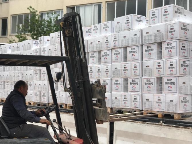 Büyükşehir Belediyesi, esnafa 15 bin 500 gıda kolisi dağıttı