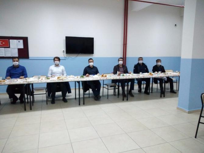 İzolasyon sürecindeki infaz koruma memurlarıyla iftar yapıldı