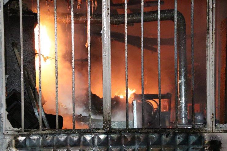 Bolu'da, dükkan ve evde çıkan yangın hasara neden oldu