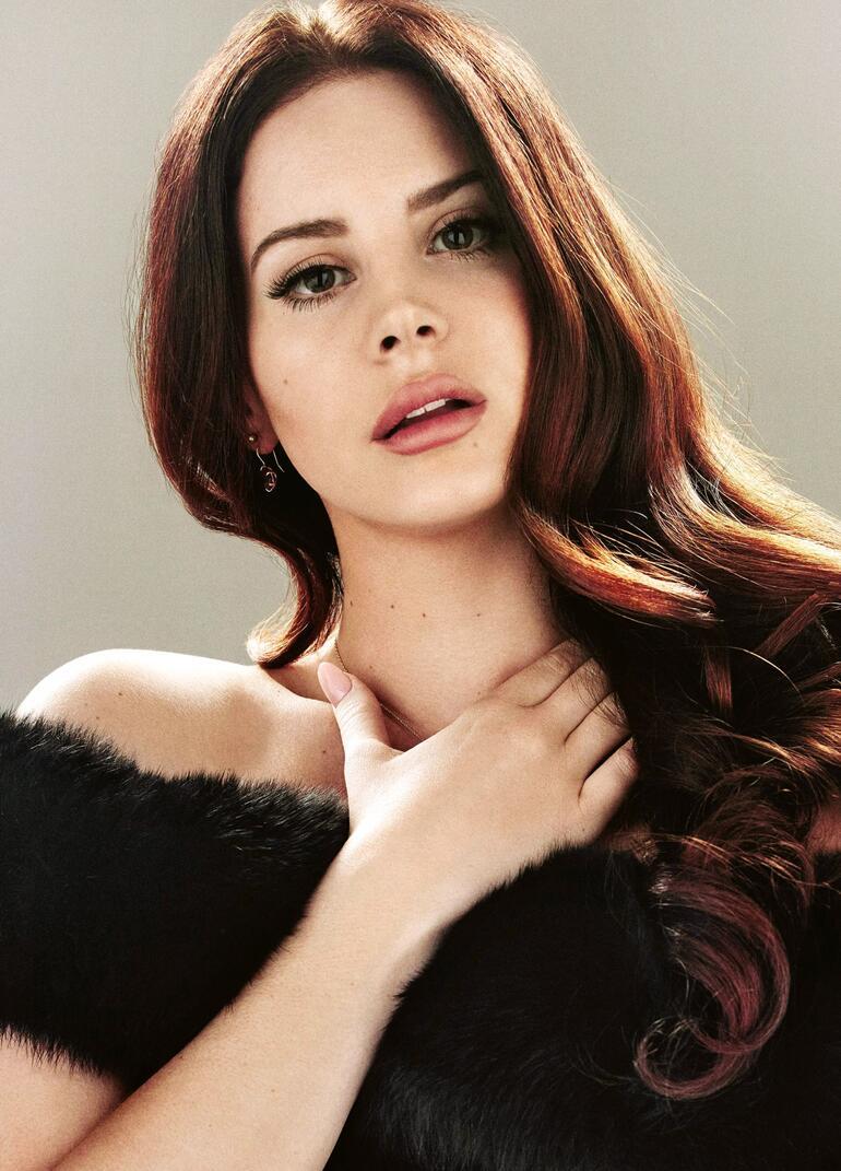 Yaşadığı sorunları şarkı yaptığı için eleştirilen Lana isyan etti: Çarmıha gerildim!