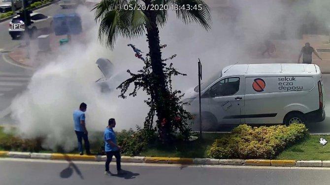 İlginç yardım! 5 yangın tüpünü bir otomobile boşalttılar