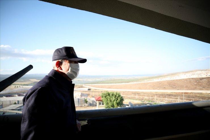 Bakan Akar ve TSK komuta kademesi Suriye sınırında