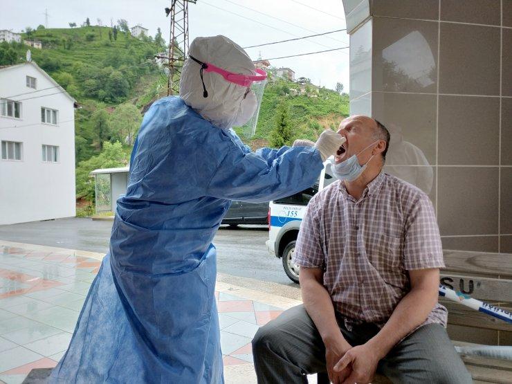 Karantinadaki çay üreticilerine 'Covid-19' testi yapılıyor