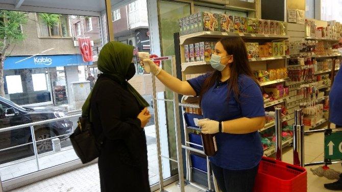 Kısıtlama öncesi marketlerde son alışverişler yapıldı