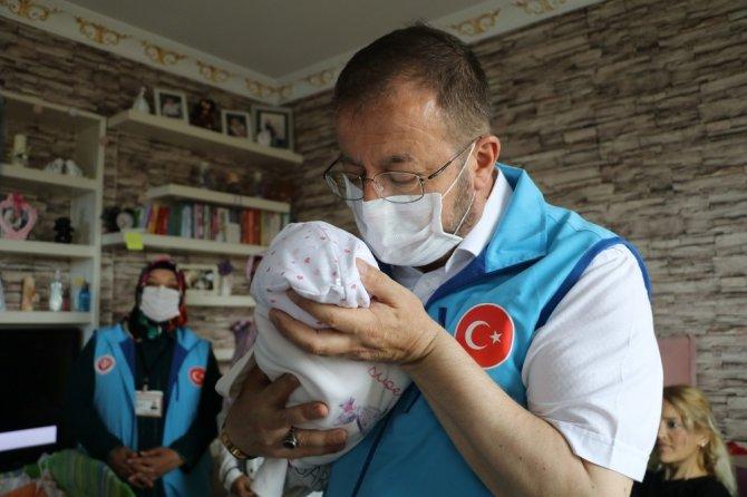 Koronada yeni doğum yapan annelere bebek seti sürprizi