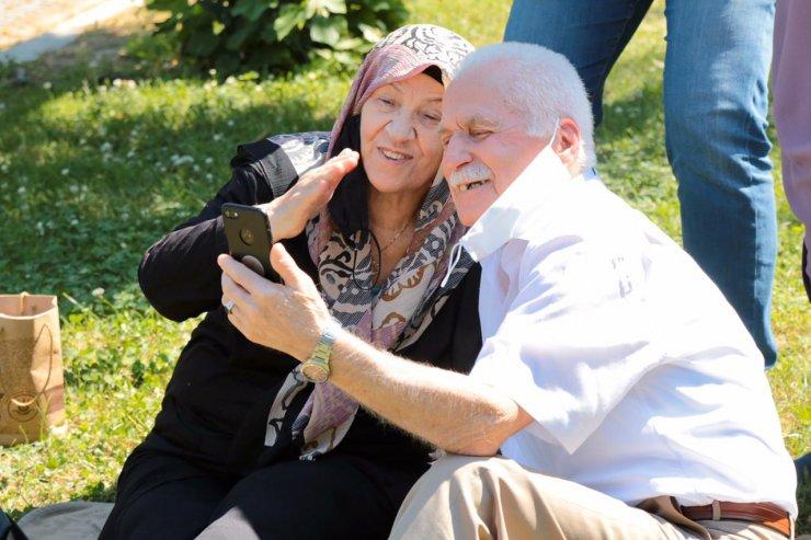 65 yaş üstü sevdikleriyle online bayramlaştı