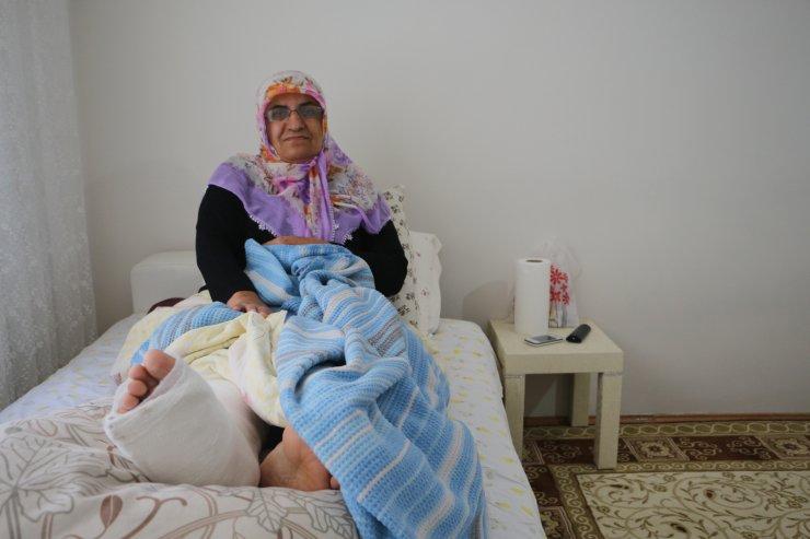 Ayağı kırılan kadını, polis sırtında taşıdı (2)