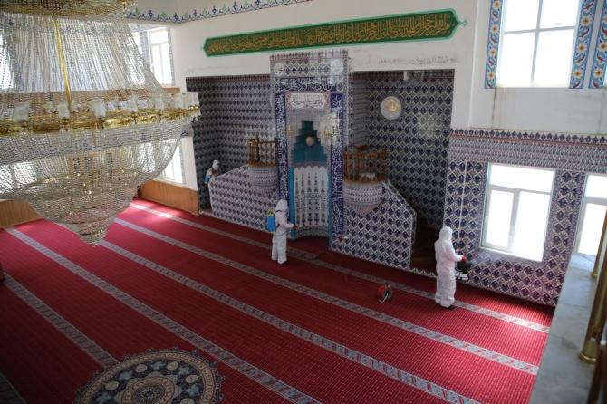 Karaköprü'de camiler ibadete hazırlanıyor