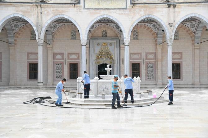 Camiler ibadete hazırlandı