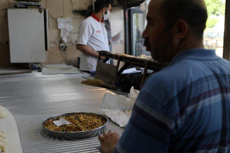 Gaziantep'te yasak bitti, tepsi yemeği ve lahmacuna ilgiarttı