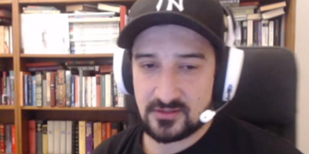 Serhat Akın'dan Twitch kanalında küfürlü eleştiri!