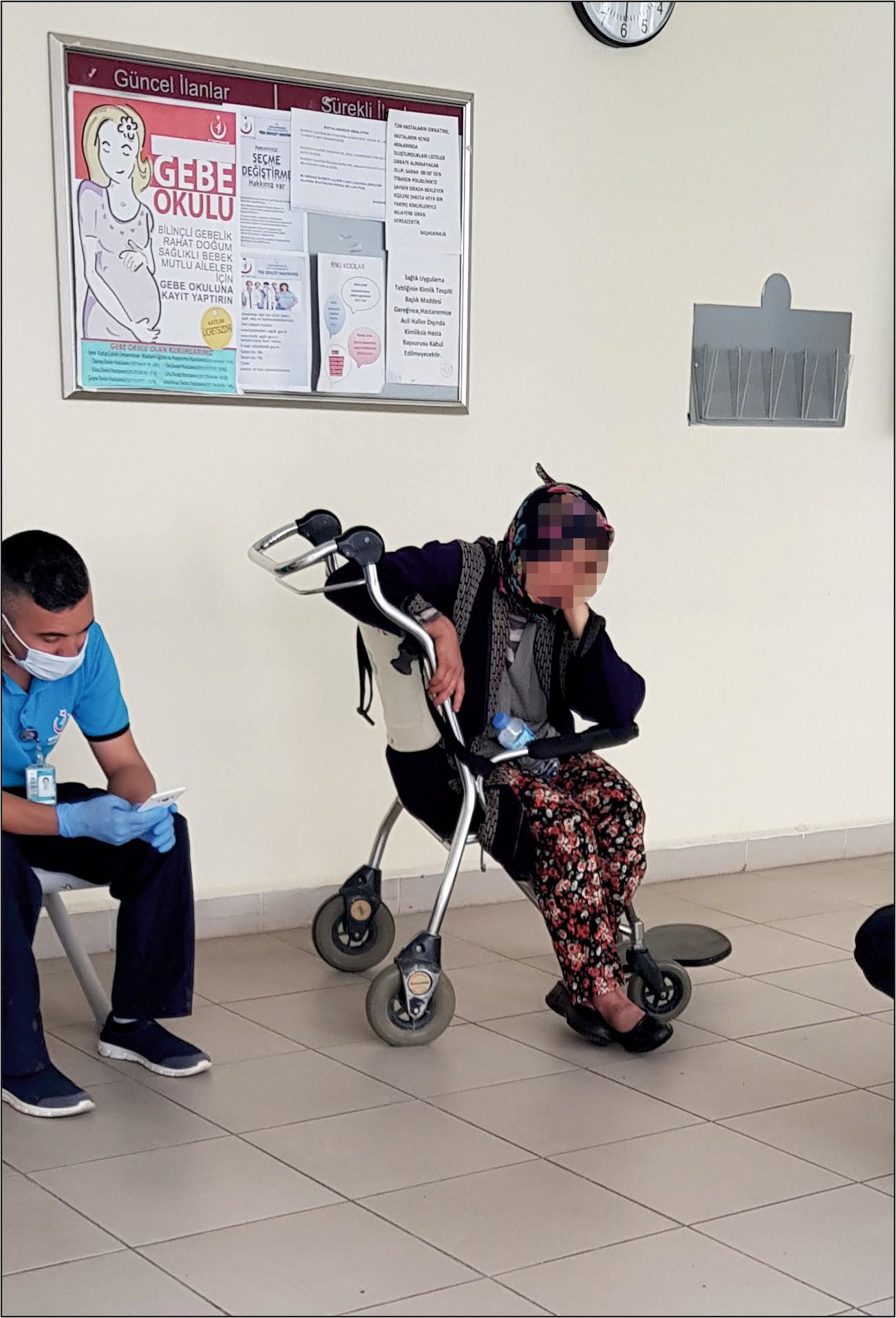 İzmir'de şoke eden olay! Şalvarda doğurduğu bebeği tezgahında altına bırakıp gitti