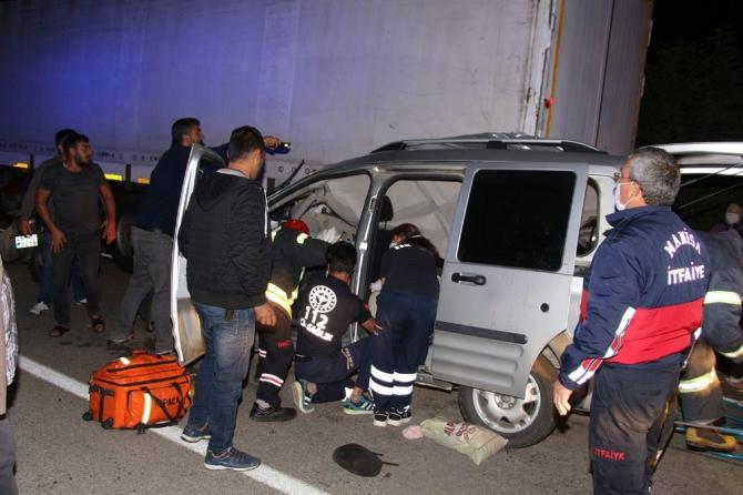 Fren körüğü patlayan TIR kazaya sebep oldu: 2'si ağır 4 yaralı