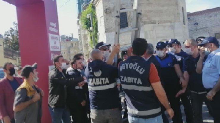 (Geniş haber) Taksim'de İBB ile Beyoğlu zabıtaları arasında gerginlik