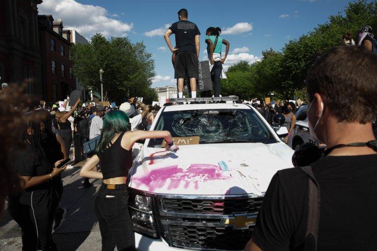 Beyaz Saray önündeki Floyd gösterilerinde tansiyon yükseldi