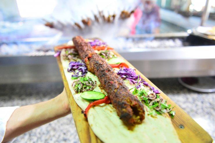 Adanalılar kebapçılara akın etti