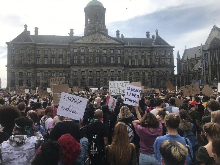 Hollanda'da, Amerikalı siyahi George Floyd'un ölümü protesto edildi