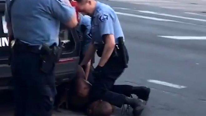 Chrissy Teigen tutuklanan protestocular için 200 bin dolar bağışladı