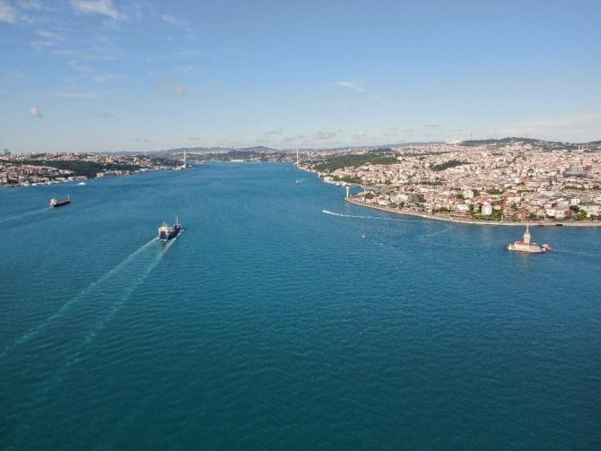 Korona virüs günlerinde İstanbul Boğazı maske ve eldiven doldu