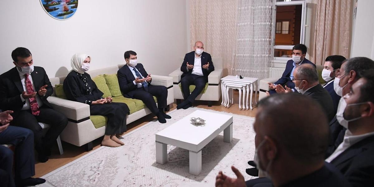 İçişleri Bakanı Süleyman Soylu'dan, Barış Çakan'ın ailesine taziye ziyareti