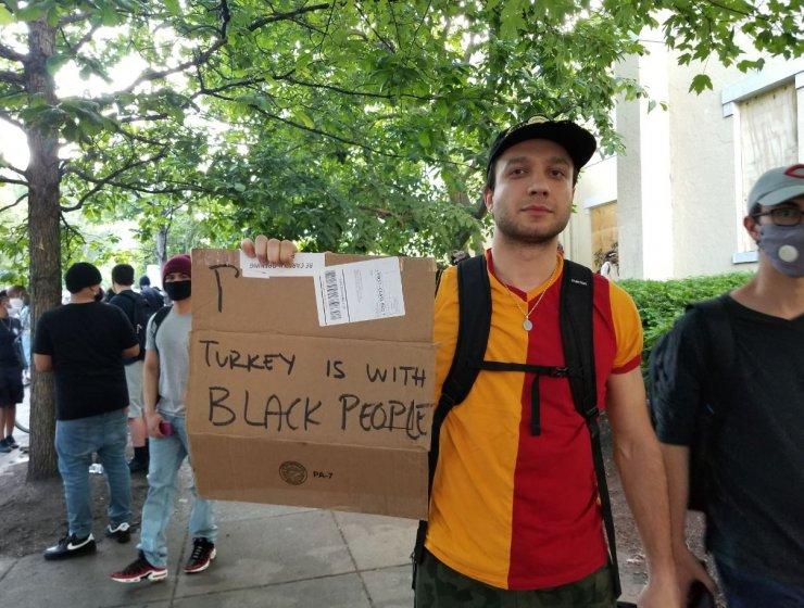 Beyaz Saray önündeki 'George Floyd protestosunda' GS formalı Türk ilgi odağı oldu