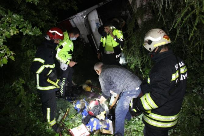 Otomobille çarpışan tır şarampole yuvarlanıp alev alev yandı: 1 yaralı