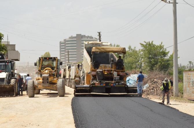 Büyükşehir Belediyesinin Tarsus'ta asfalt çalışmaları sürüyor