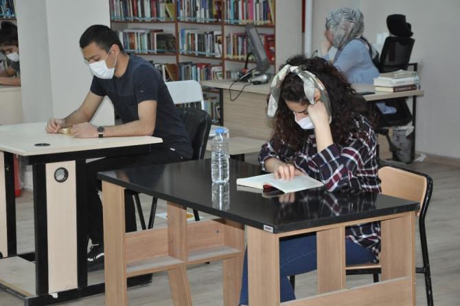 PKK'lı teröristlerin zarar verdiği kütüphane yeniden açıldı