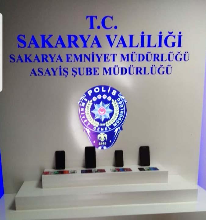 Kendilerini polis olarak tanıtan kişilerden FETÖ yalanıyla 188 bin TL'lik vurgun!