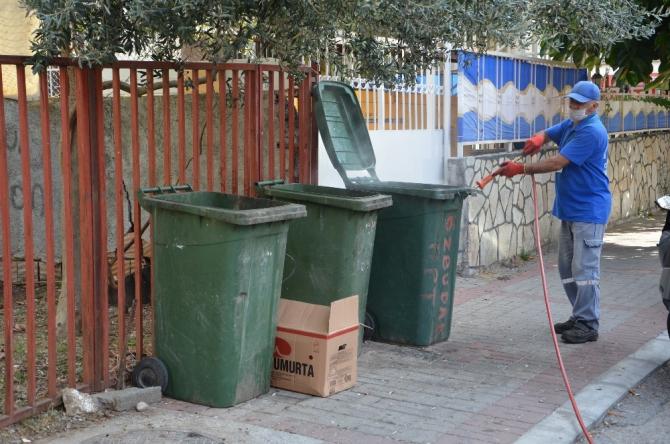 Antalya'nın 19 ilçesinde bin 357 personelle sinekle yoğun mücadele