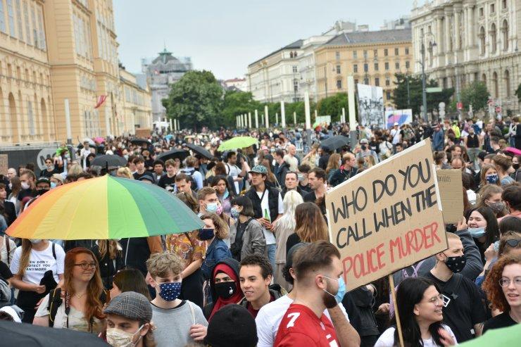 """Avusturya'da ırkçılık karşıtı """"George Floyd"""" protestosu"""