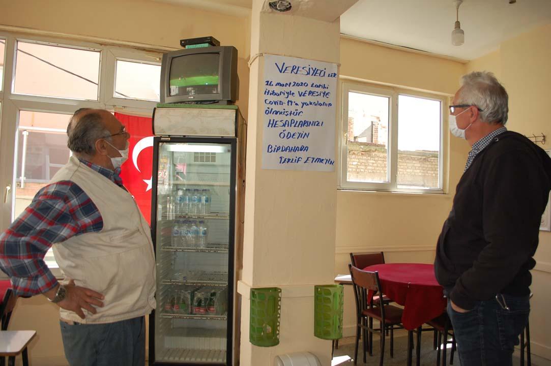 Kahvehane sahibinden ilginç duyuru: ''Covid-19'a yakalanıp ölmüştür''