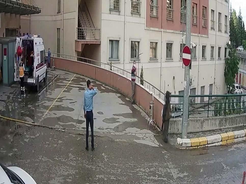 Bu kadarına pes! Koronavirüs hastası atkısını hastane girişine astı