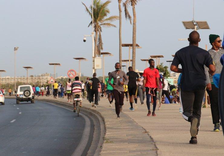 Senegal'de Kovid-19 önlemlerinin hafifletilmesiyle sahiller spor yapanlarla doldu